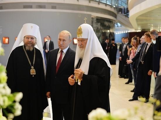 Псковский митрополит вместе с Путиным и патриархом осмотрел выставку