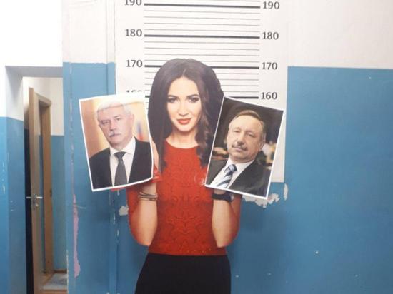 Протестующую картонную Бузову дважды задержали в Петербурге