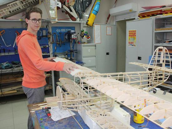 Будущиеавиаинженеры занимаются творчеством в Суругте
