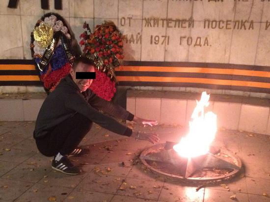 Житель Подмосковья, гревший руки на «Вечном огне», объяснил свой поступок
