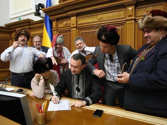 Депутаты Рады нарядились казаками и оскорбили Путина