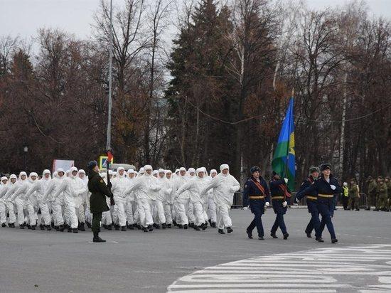 В Ульяновске прошел парад, посвященный легендарному параду 7 ноября 1941 года