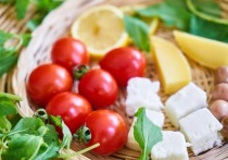 Занятия спортом в сочетании со средиземноморской диетой и ограничением количества калорий позволяют не только сбросить вес, но и надолго сохранить этот результат