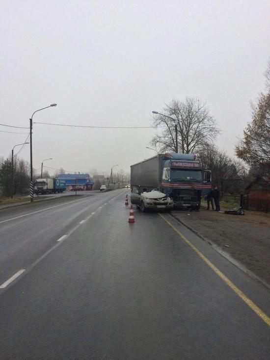 В ГИБДД поделились подробностями аварии с грузовиком и кроссовером, в которой пострадала пятилетняя девочка