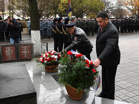В Твери почтили память погибших сотрудников полиции