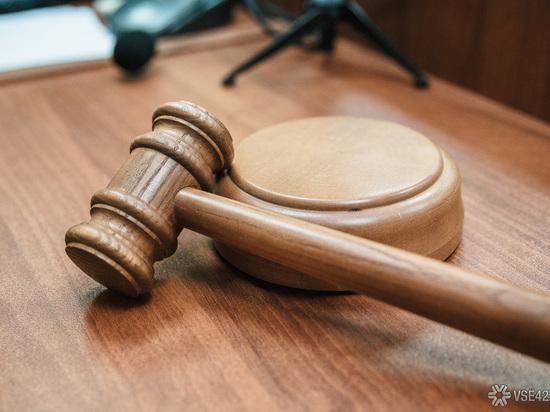 Суд оставил под арестом одну из фигуранток дела