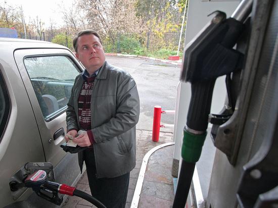 Стало известно о скрытом повышении цен на бензин через топливные карты