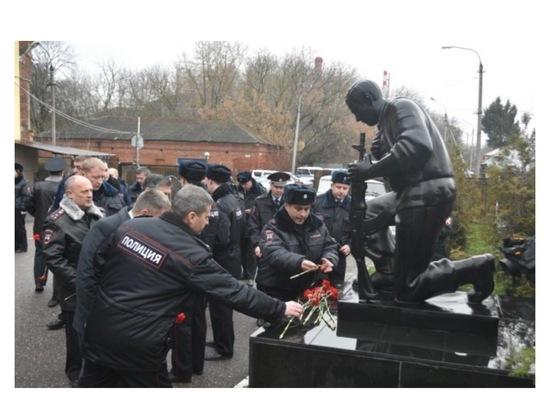 В Серпухове почтили память погибших сотрудников полиции