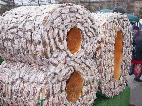 Гигантский бутерброд из 30 кг сала приготовили в Красноярске