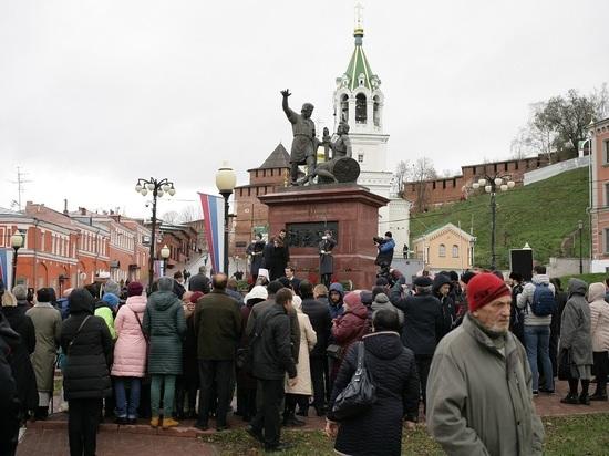 4 ноября нижегородцы возложили цветы, открыли больницу и угостились пирогами