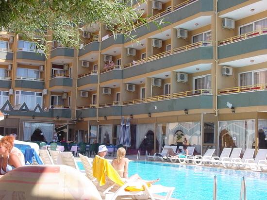 Путевки в Турцию подорожают летом на 30-50%