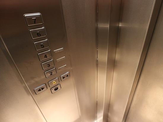 Диспетчеру лифта, где убили женщину, грозит уголовка