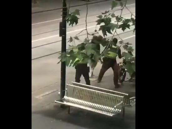 В Мельбурне вооруженный ножом мужчина убил человека