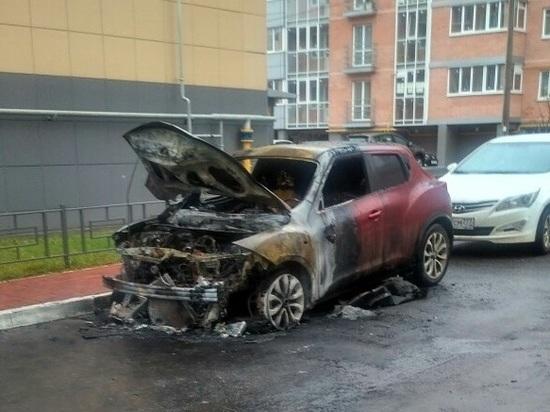 В Заволжском районе Твери ночью сгорел кроссовер