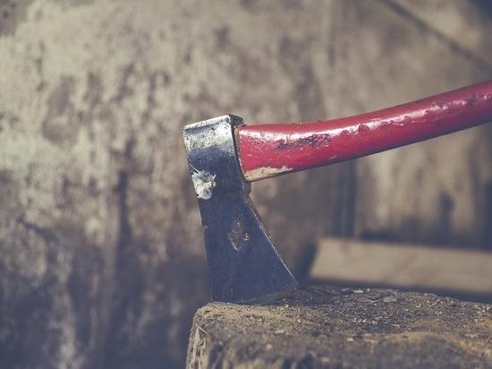 В Бурятии мужчина убил топором и ножом двух инвалидов-родственников