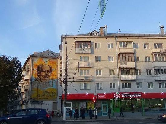 В Москве Солженицыну поставят памятник, в Твери уничтожат его портрет