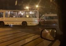 Две маршрутки не поделили один перекрёсток в Твери