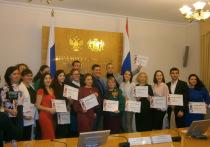 В правительстве наградили победителей конкурса «Лучший работник сферы молодежной политики»