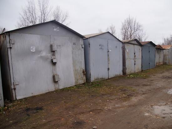 В Чебоксарах убирают незаконно установленные металлические гаражи