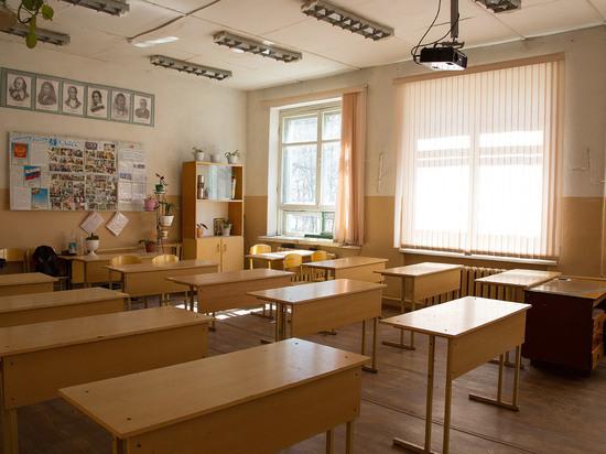 Уроки ненависти: дырка на кофте школьницы стала всероссийской проблемой