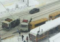 Маршрутное такси столкнулось с детским автобусом в Кемерове