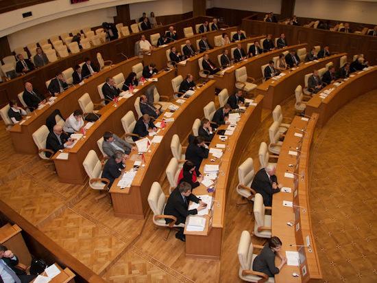 Депутаты Заксобрания сомневаются в эффективности трат на ОЭЗ и ледовую арену