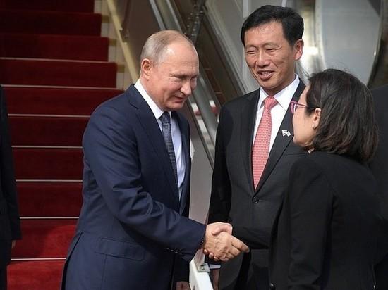 Путин и Медведев поехали в Азию: премьер примерит одежду папуаса