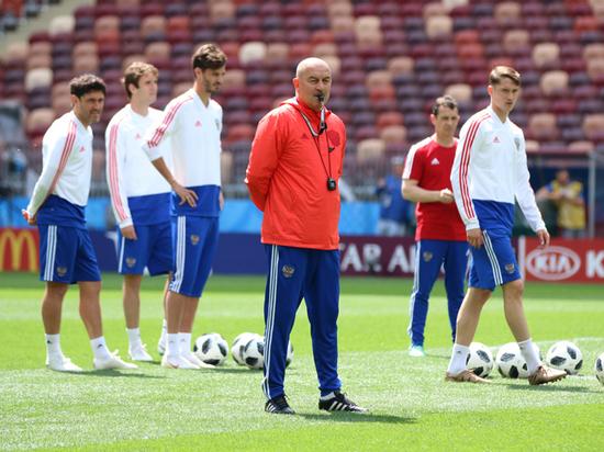 Черчесов вызвал в сборную России полузащитника