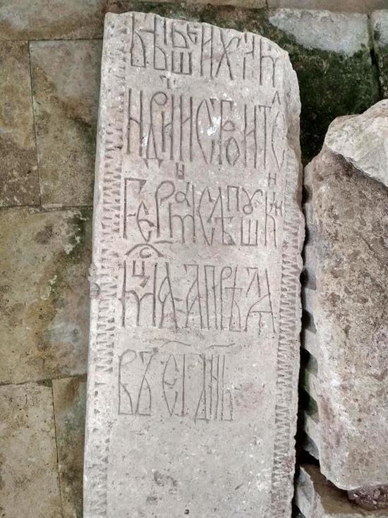 Старицкие надгробия в Тверской области открывают историю города