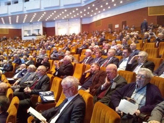 Академикам на общем собрании РАН пообещали миллиард