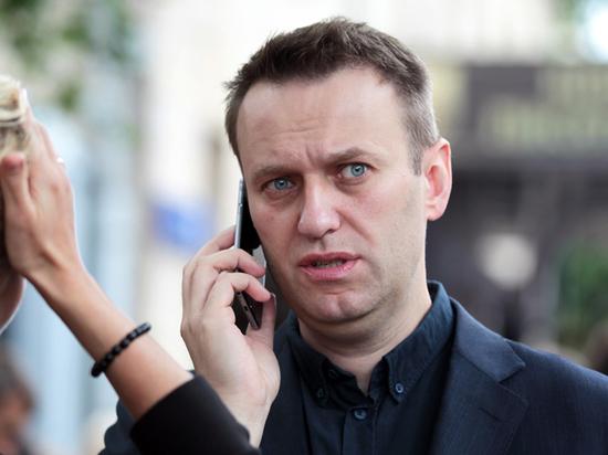 Навального не выпустили из России из-за двухмиллионного долга