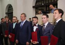 В Астрахани наградили губернаторских стипендиатов