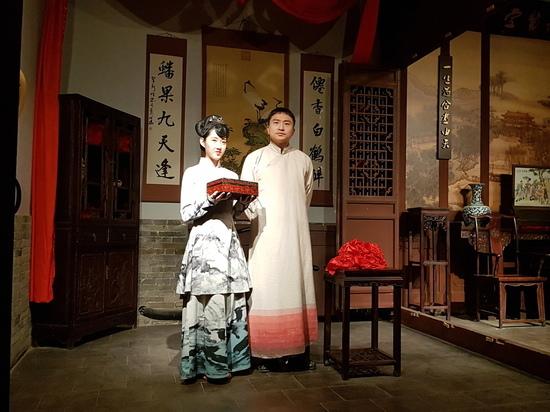 Китайский режиссер Цзя Чжанкэ привез друзей к маме