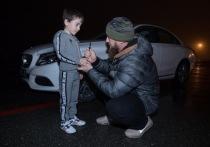 Глава Чечни Рамзан Кадыров вручил белый Mercedes пятилетнему мальчику Рахиму Куриеву, который без перерывов отжался от пола более четырех тысяч раз
