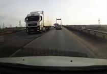 Появилось видео жуткого столкновения микроавтобуса с легковушкой под Калугой