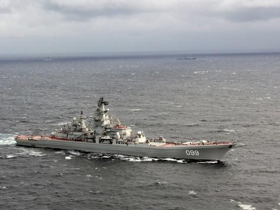 Крейсер «Пётр Великий» соревновался с безымянной подлодкой
