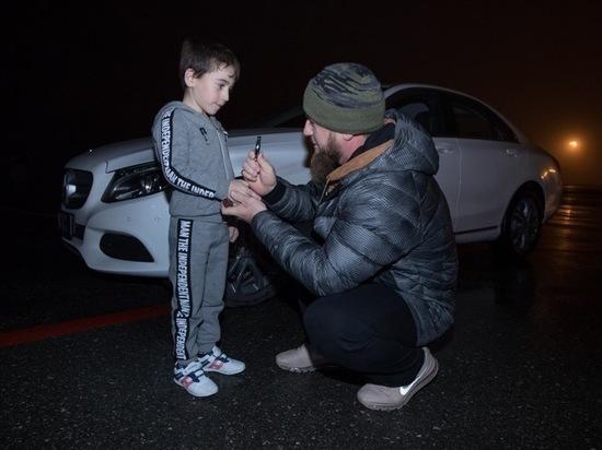 Кадыров подарил Mercedes не попавшему в Книгу рекордов мальчику