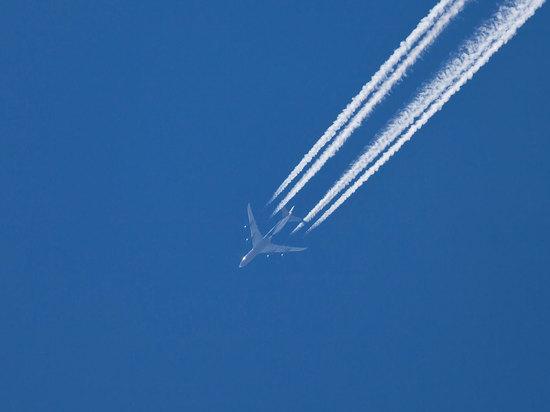 СМИ: над Москвой едва не столкнулись два самолета