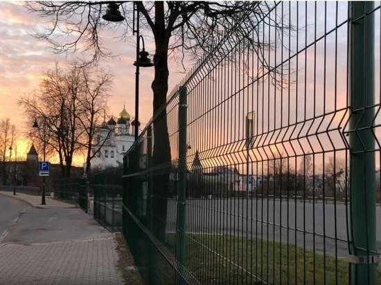 Власти Пскова заявили, что охрана памятников согласовала «зоопарк» у кремля