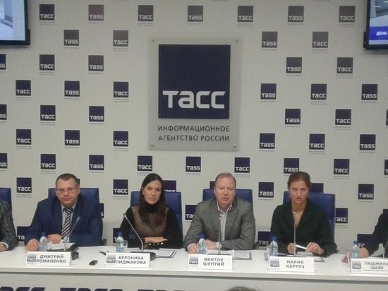 В Екатеринбурге школьников пустят на заводы, СвЖД и в СМИ