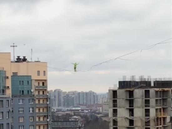 Срывающихся между высотками канатоходцев сняли на видео петербуржцы