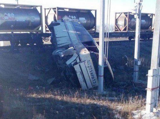 ВСаратовской области столкнулись автобус игрузовой состав; есть погибшие