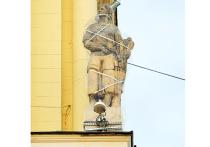Аварийные скульптуры на площади Гагарина угрожают москвичам