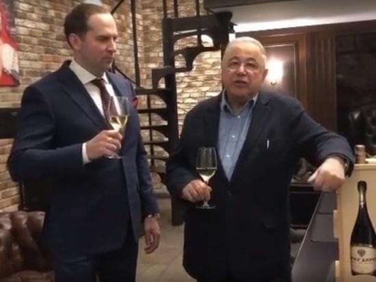 Петросян отпраздновал развод со Степаненко