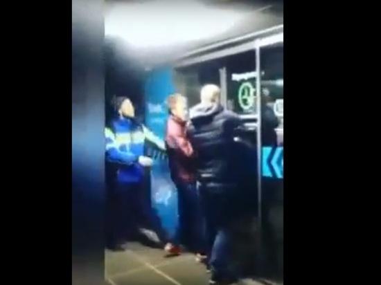 В ТЦ Нижнего Новгорода после срабатывания сигнализации были заперты двери