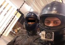 Охранники московского бара избили школьницу за секс в туалете