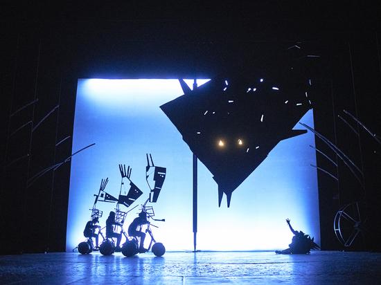 «Черная курица» ручной работы: в РАМТе поставили спектакль для детей