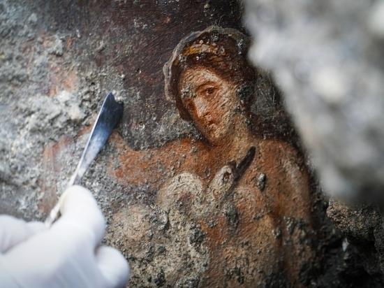 В Помпеях обнаружили эротическую фреску