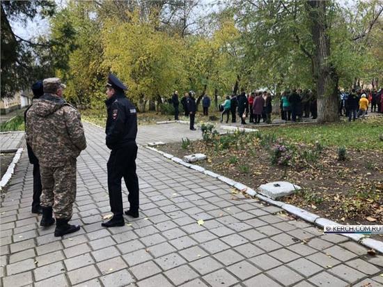 """Студентов керченского политеха эвакуировали из-за """"минирования"""""""