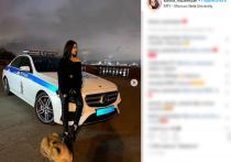 МВД заинтересовалось фотосессией москвички со львенком и автомобилем ДПС